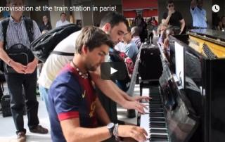 pianista na estação de trem