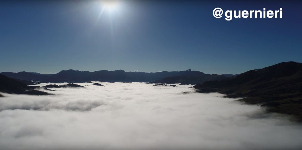 Drone sobre nuvens - Sao Bento do Sapucai - SP