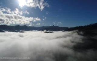 drone acima das nuvens Sao Bento do Sapucai
