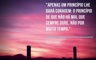 Apenas um principio lhe dara coragem_ o principio de que nao ha mal que sempre dure, nao por muito tempo -